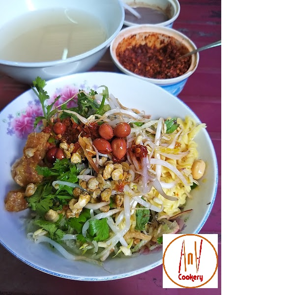 clam noodle Hue street food
