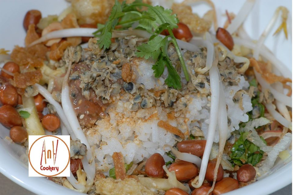 Cơm hến - Clam rice Hue local food